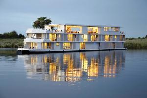 Zambezi-queen-exterior